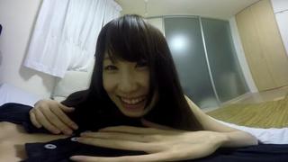 日本VR成人 女友好黏人,一進房間就趴在你身上