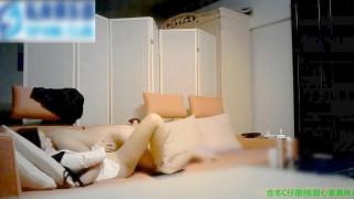 【線上看影片】沙發猛操性感高挑的甜心紫真珠膚白美乳真漂亮,干的真狠潤滑油就用了2次!大長腿太性感了!