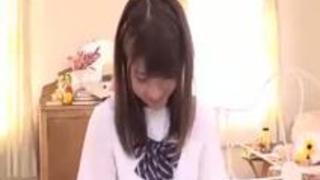 【エロ動画】女子高生が薄毛男性の制服着用のままらぶらぶH