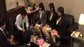 女性用下着メーカー宣伝部勤務の女性社員仕事終わりの飲み会乱交セックス流出映像 りなちゃんのパンティとチェキ付き
