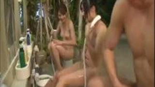 露天風呂で3P