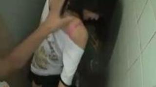無修正 高画質 変態動画 ナンパした女をトイレで立ちバック