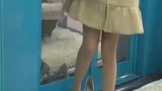 【MM号】「挿れてみたいですか?」清涼感あふれる幼妻が童貞クンを見事に筆おろし!