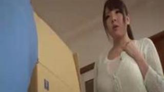 【田中瞳】思わず巨根を頬張りフェラする人妻