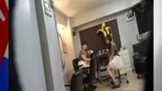 外国人のようなグラマー体型がソソる美容室のおばちゃん