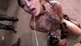ド変態の巨乳肉便器女が大口開けておしっこと精子を飲み干す|巨乳屋無料巨乳エロ動画まとめ