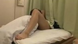 スレンダーな妊婦さんが医者の生チンポから精子を注ぎ込まれ種付け