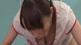 おいしいディックのための看護師三国Maisakiの洞窟をアピール