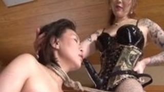 ラフアジアの愛人は彼女の甘い奴隷の少女プラウ