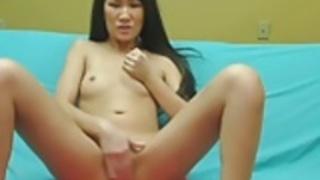 アジアのベーブうめき声大声彼女はウェブカメラでオナニーとして
