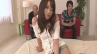 【無修正 AV女優 朝田ばなな】大島優子激似の美少女が覚悟の中出し3P、、、