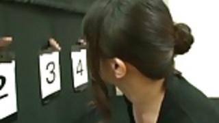 成熟した女性は変態推測ゲームを果たしている