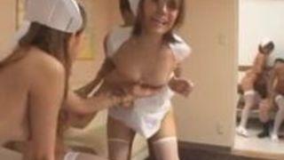 【看護婦中出し】ビッチな看護婦ギャルの中出し乱交プレイ動画。