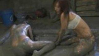 日本の女王様泥は性奴隷ではレスリング、彼女を打つ