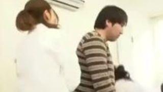 【M男アナル弄り大槻ひびき】男性患者の肛門をグリグリ触診するかわゆい看護婦と美女女医!