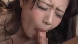 娘婿のチンコをしゃぶらされる熟女、三浦恵理子