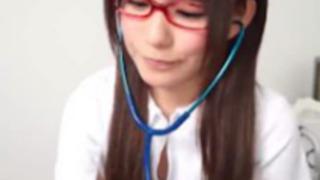 【小西まりえ】眼鏡美女なスケベ看護婦のエロい診察でフェラ抜きされて口内射精したったwww