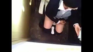 人妻パート事務員さんのトイレ 01
