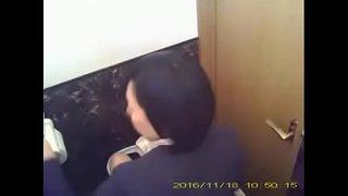 人妻パート事務員さんのトイレ 12